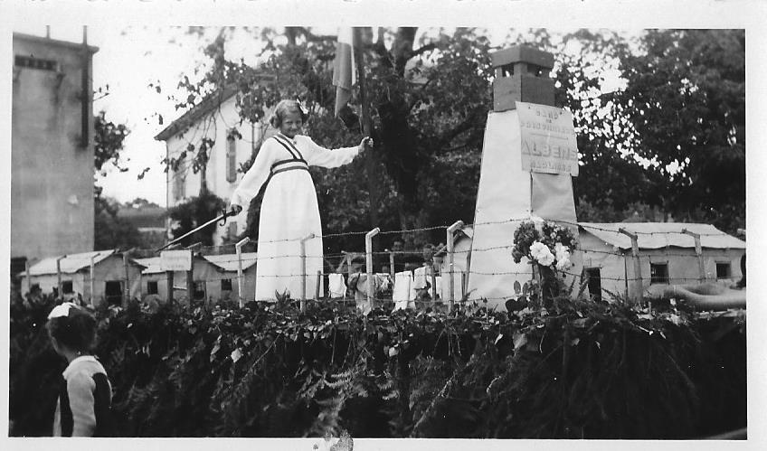 Char des prisonniers de guerre (fête de la terre – Albens 1946) archive privée.