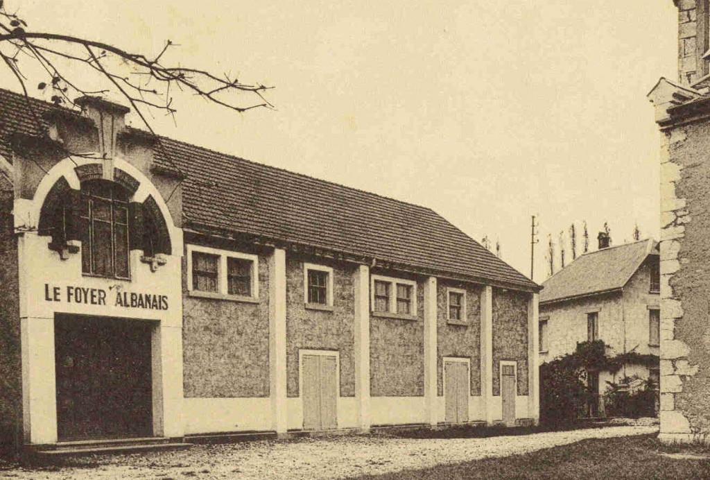 Le foyer où se tient la réunion en 1941 (archive Kronos)