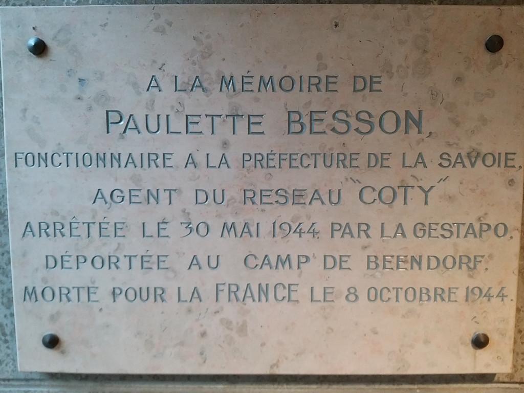 Une plaque en préfecture de Chambéry…