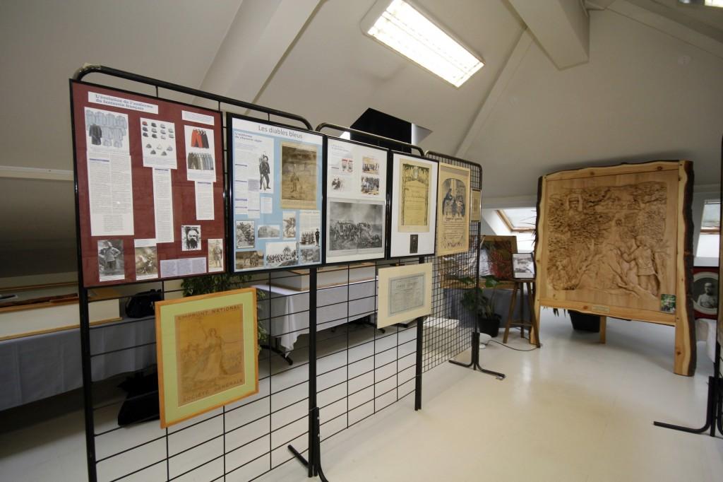Des panneaux informatifs permettent d'approfondir certains sujets: les décorations, les troupes alpines…