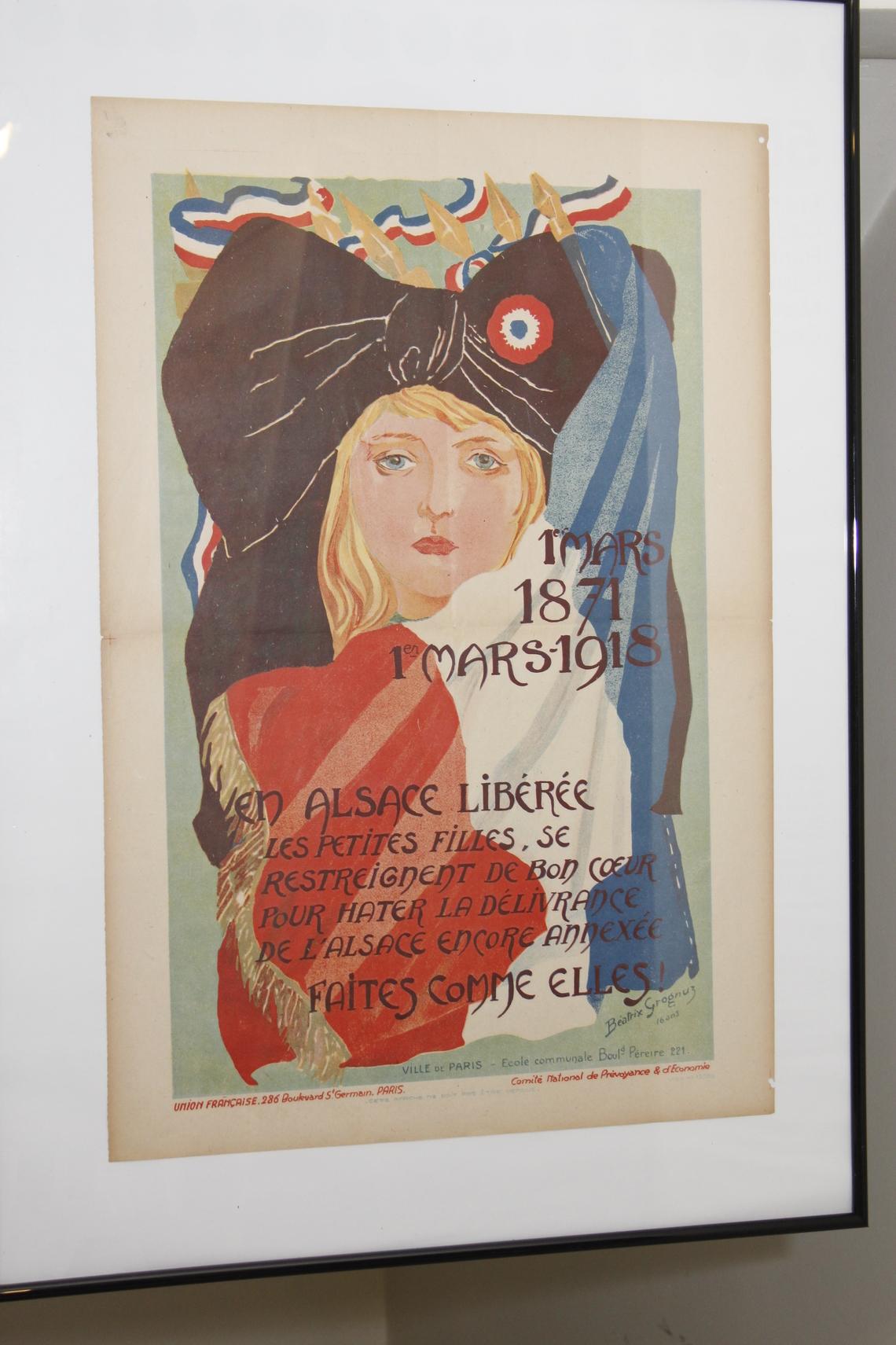 1er mars 1871, 1er mars 1918 : en Alsace libérée les petites filles, se restreignent de bon cœur pour hâter la délivrance de l'Alsace encore annexée. Faites comme elles ! Toutes les ressources graphiques sont employées par l'artiste (Béatrix Grognuz) pour mobiliser, montrant la tête d'une fille dans le costume alsacien avec un drapeau français drapé autour d'elle.